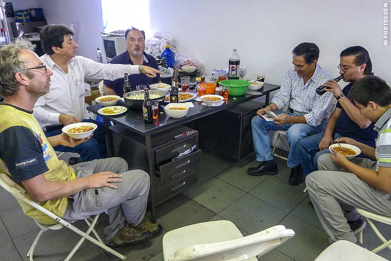 Lunch in a workshop in Quito, Ecuador (©photocoen)