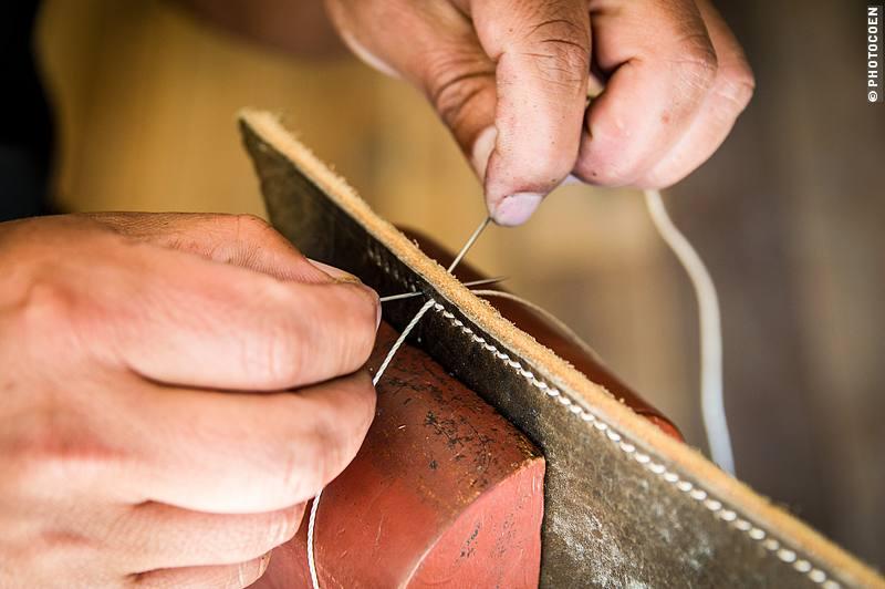Stitching a Saddle in Zuleta, Ecuador (©photocoen)