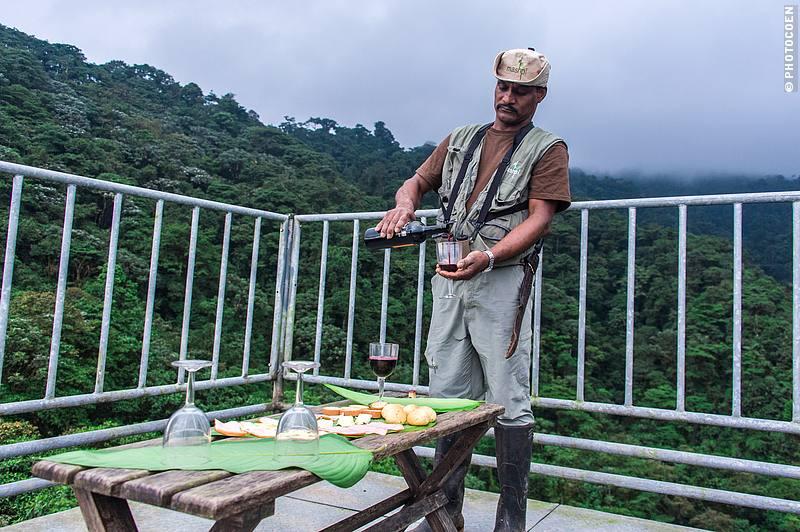 Wine at the Mashpi Eco Lodge in Ecuador (©photocoen)