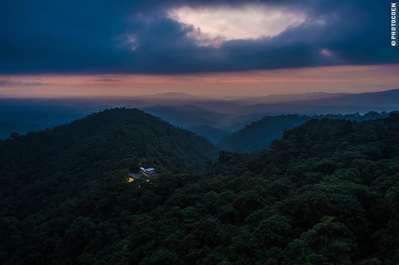 Sunset at the Mashpi Eco Lodge in Ecuador (©photocoen)