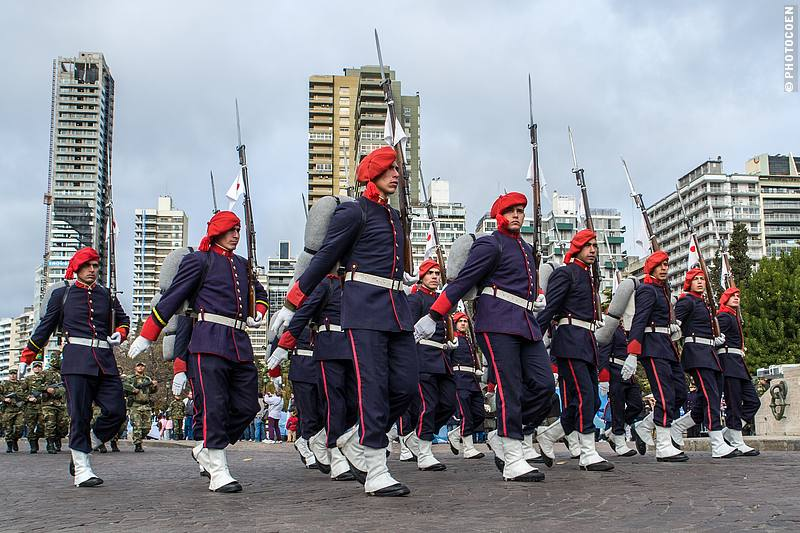 Parade during Flag Day in Rosario, Argentina (©photocoen)