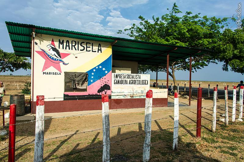 Entrance to Hato Marisela, Venezuela (©photocoen)