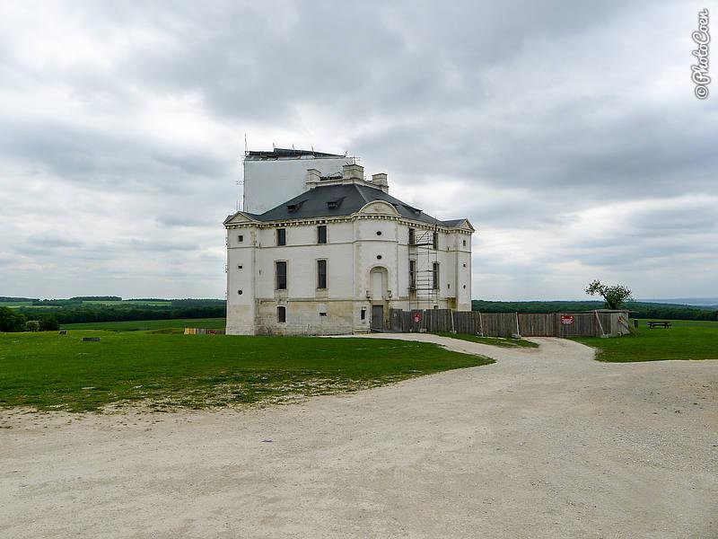 Château de Maulnes in Pimelles (©Karin-Marijke Vis)